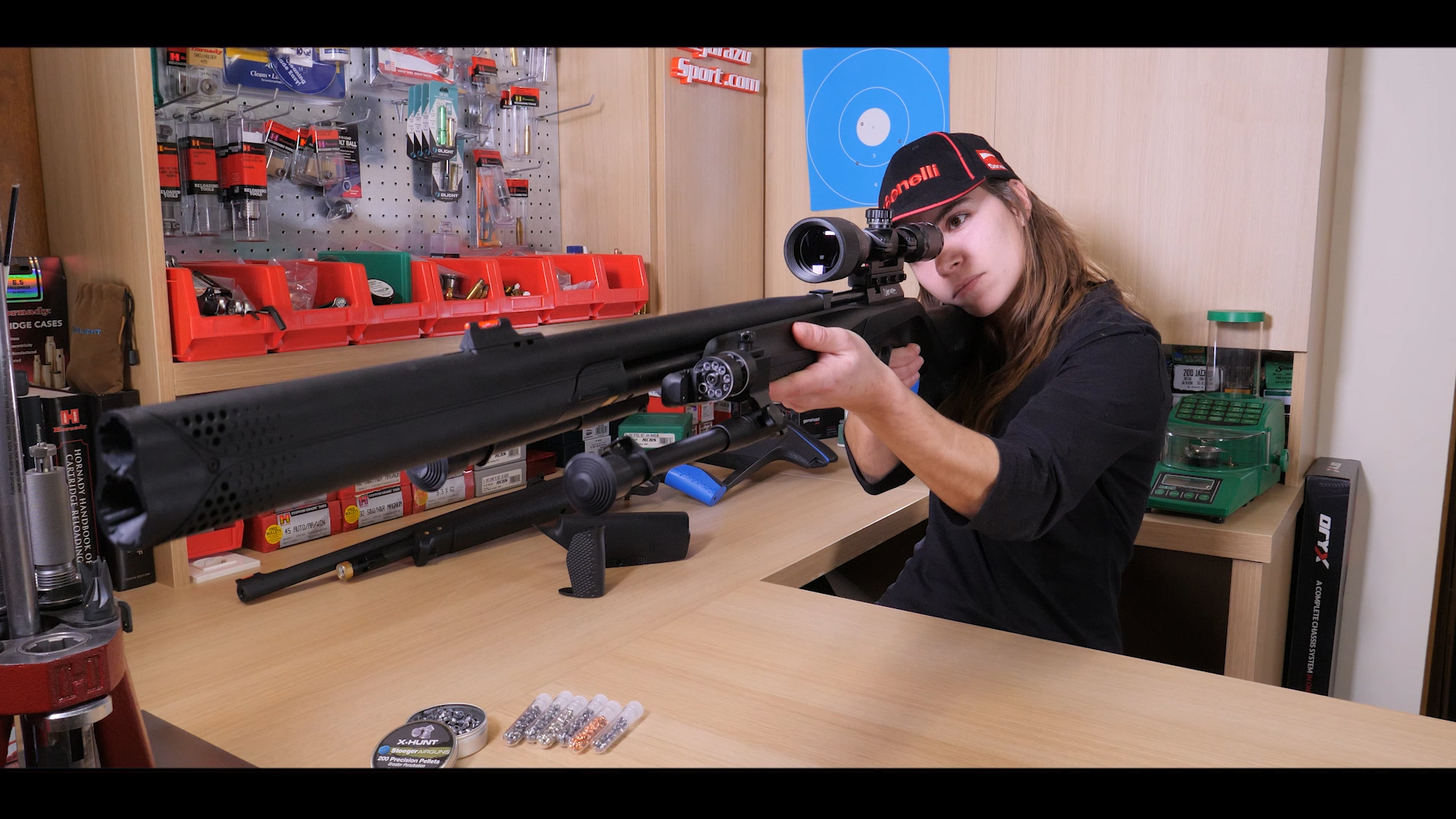 Ana testeando una carabina XM1 S4